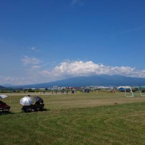 富士山とサッカー少女